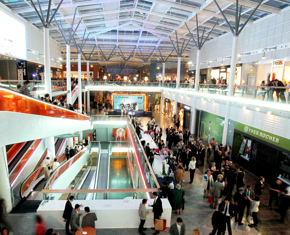 Centre-commercial-Le-Millenaire-vue-2